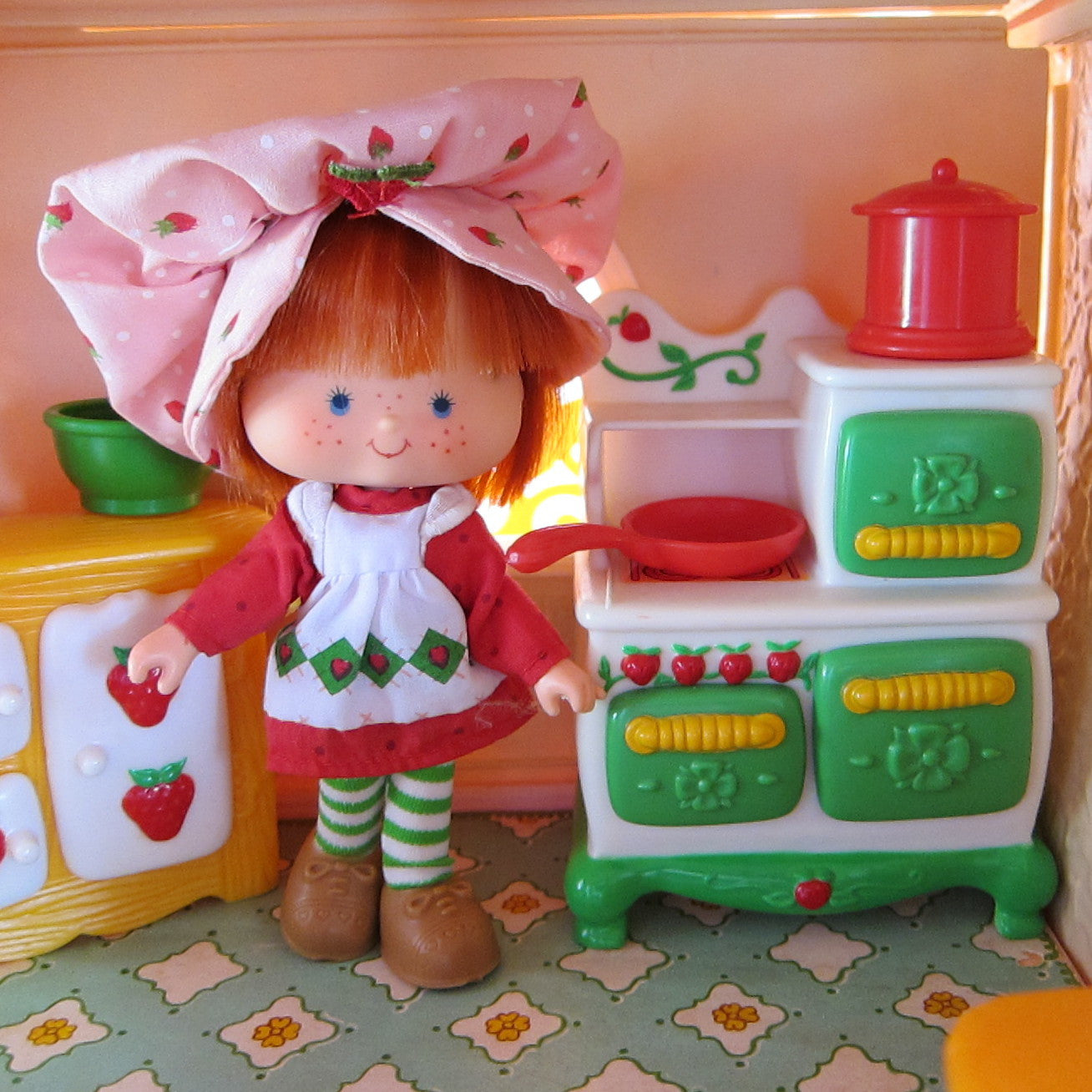 Strawberry Shortcake Kitchen Set: Canister With Lid For Strawberry Shortcake Berry Happy