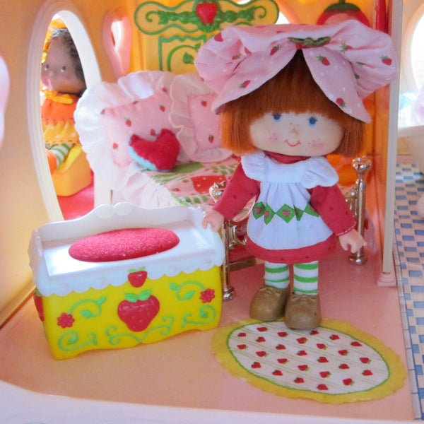 Fun Room Toy Chest For Strawberry Shortcake Berry Happy