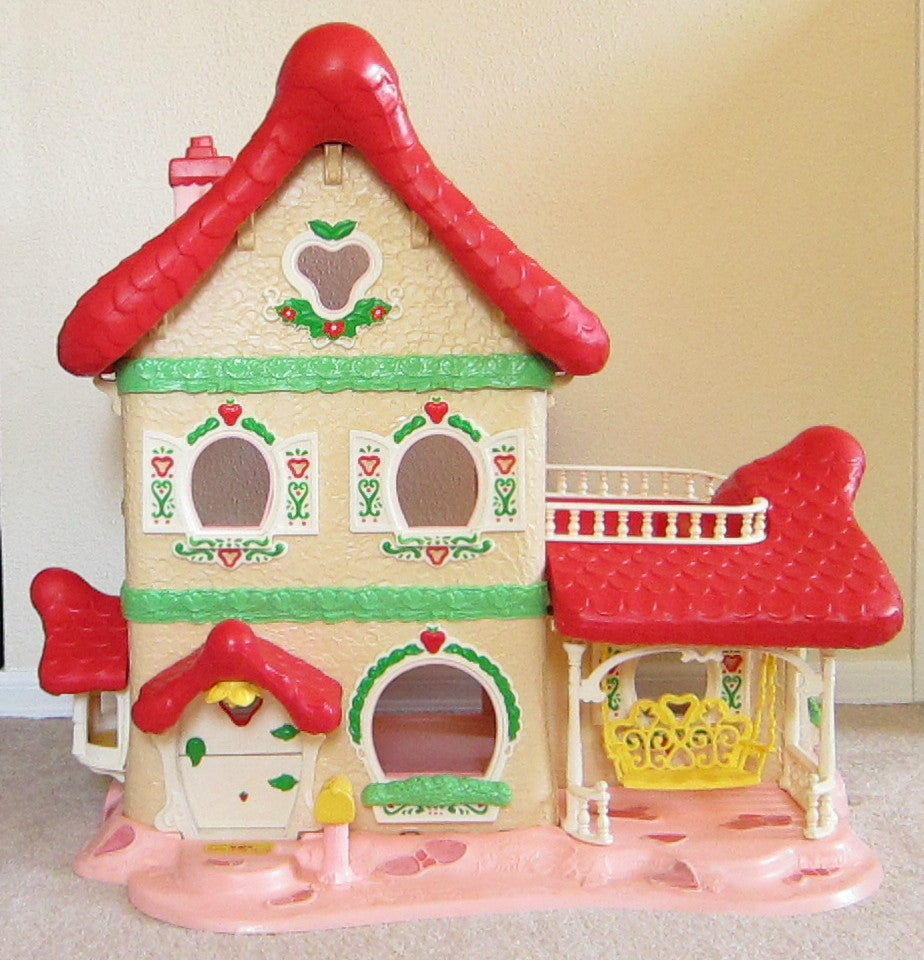 Strawberry Shortcake Berry Happy Home dollhouse