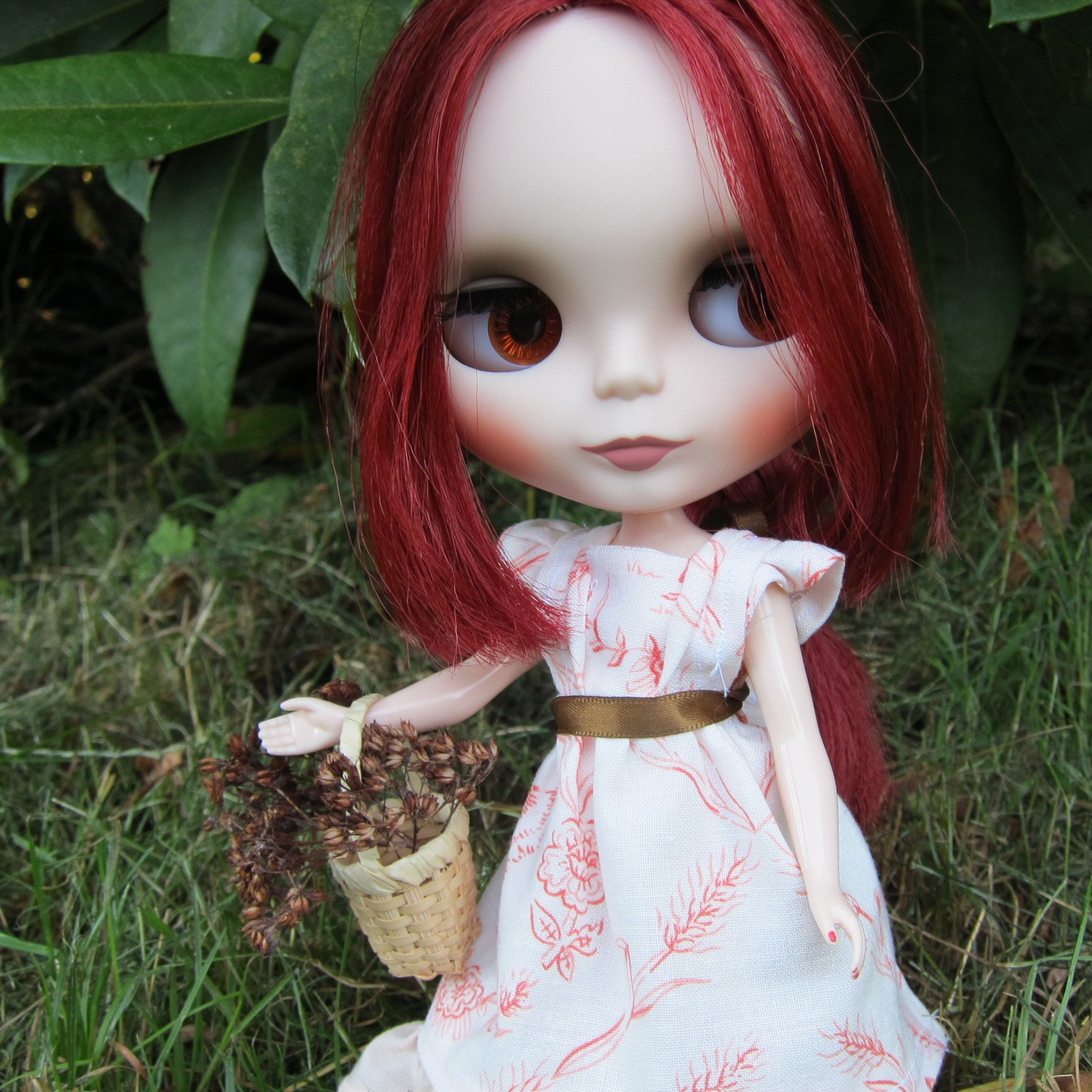 Miniature basket for Blythe, Pullip, and playscale dolls