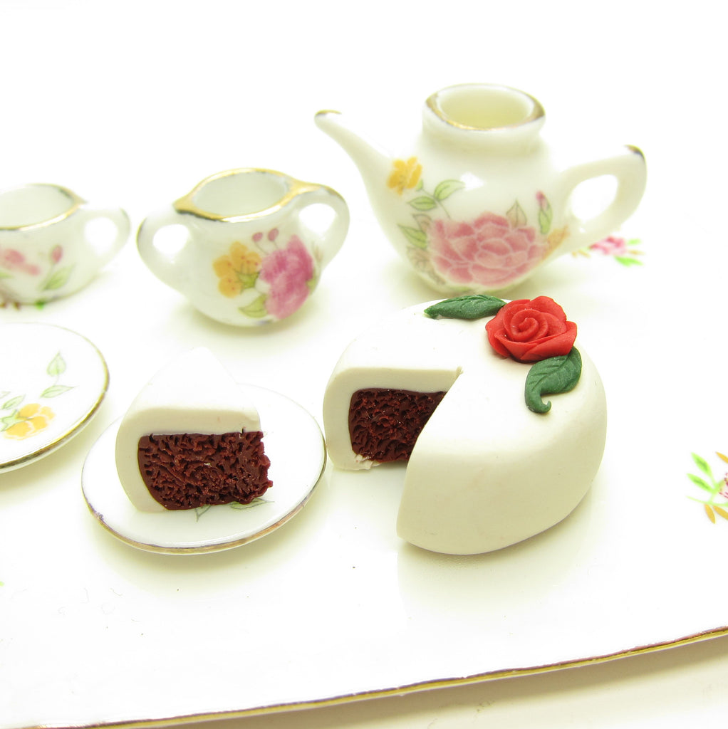 Miniature Red Velvet Dollhouse Cake - Polymer Clay 1-Inch Scale