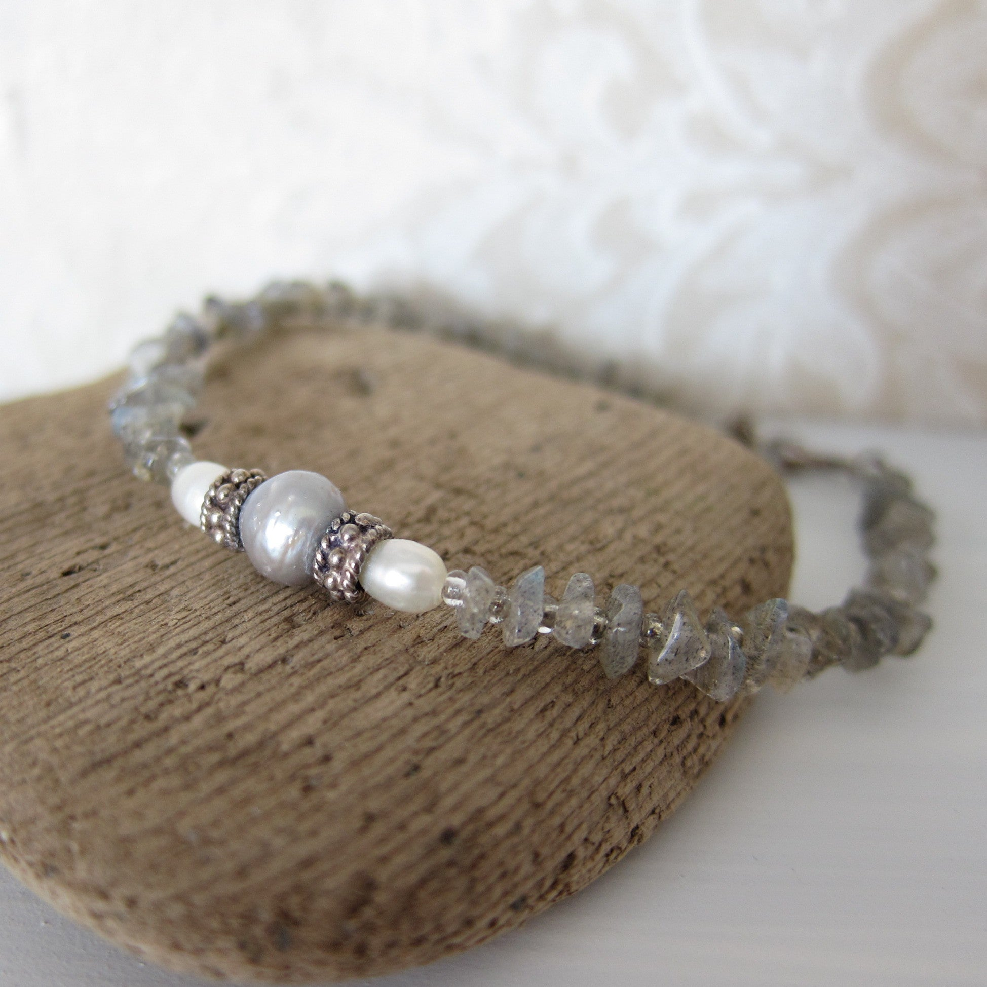 Bracelet with Freshwater Pearls and Labradorite