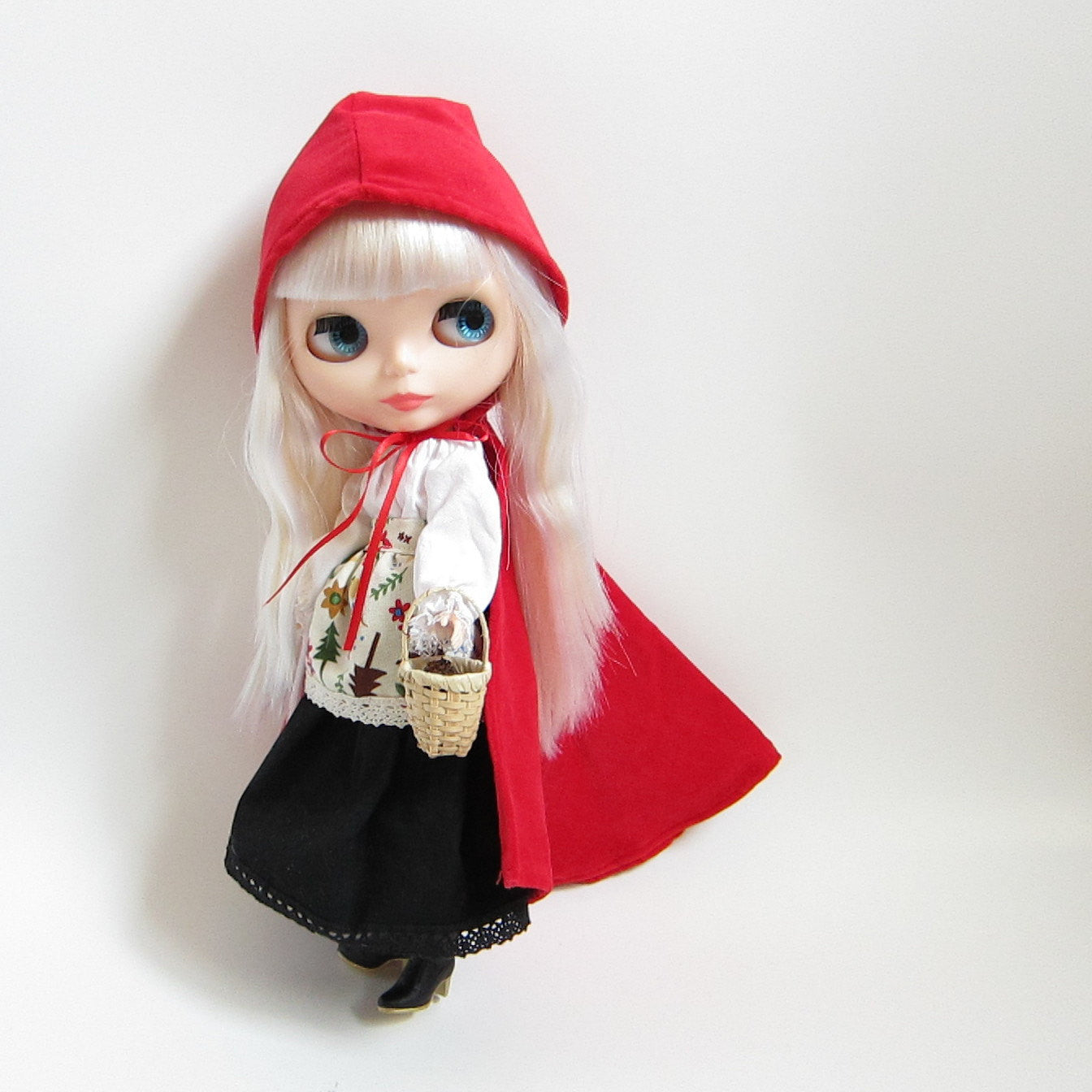 Little Red Riding Hood costume outfit for Blythe and Pullip dolls