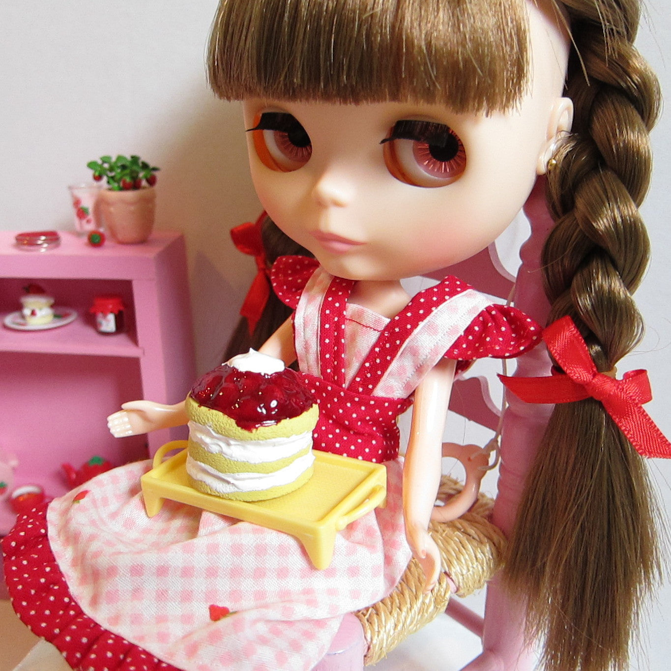 Miniature polymer clay strawberry shortcake cake for Blythe & Pullip