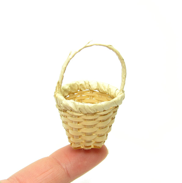 How To Weave A Mini Basket : Miniature natural straw woven basket brown eyed rose