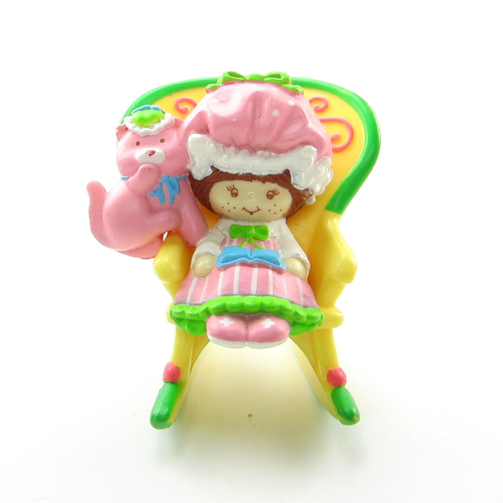 Strawberry Shortcake with Custard Reading in a Rocking Chair Deluxe Strawberryland Miniatures