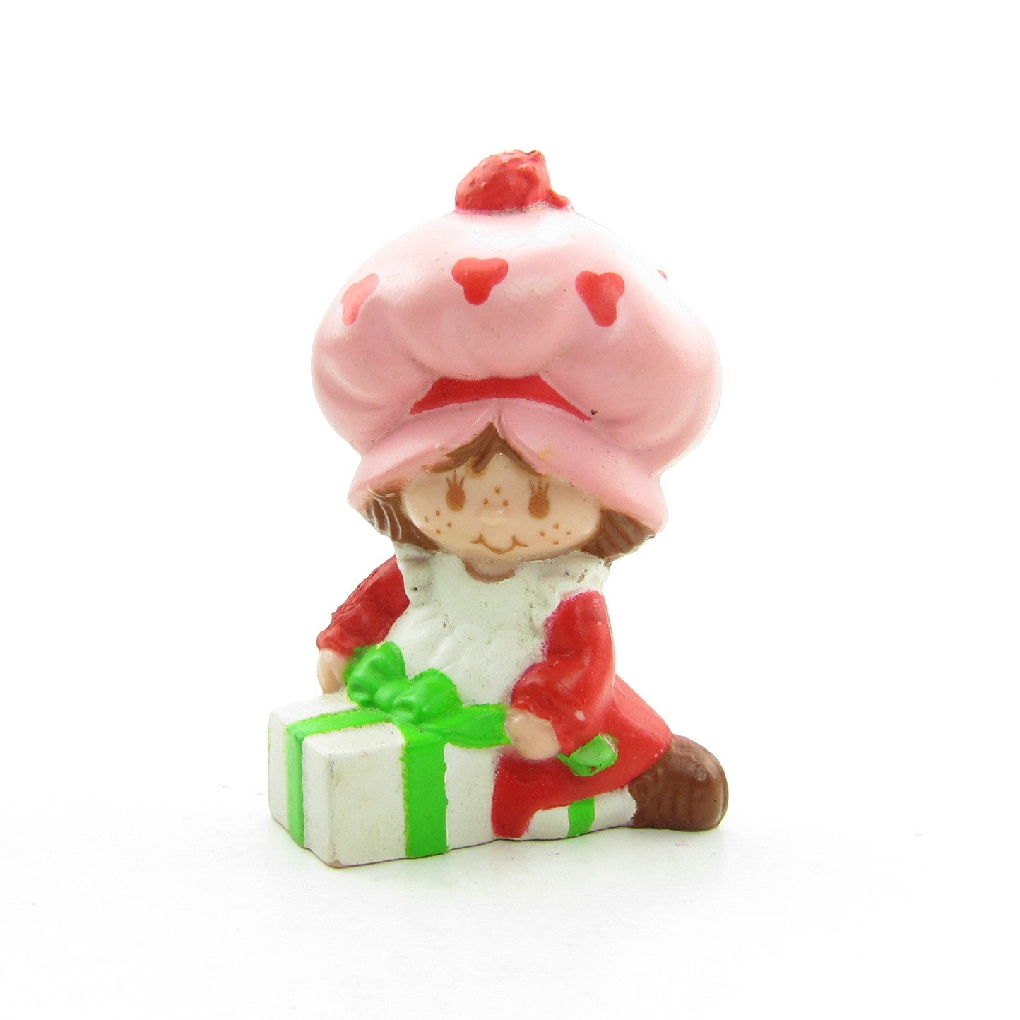 Strawberry Shortcake wrapping a gift miniature figurine