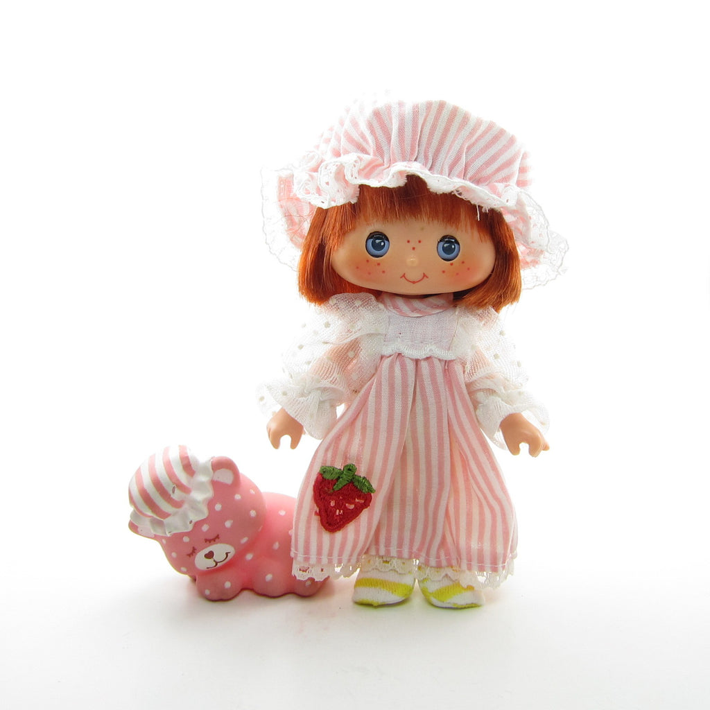 Strawberry Shortcake Sweet Sleeper Doll with Custard Cat Pet