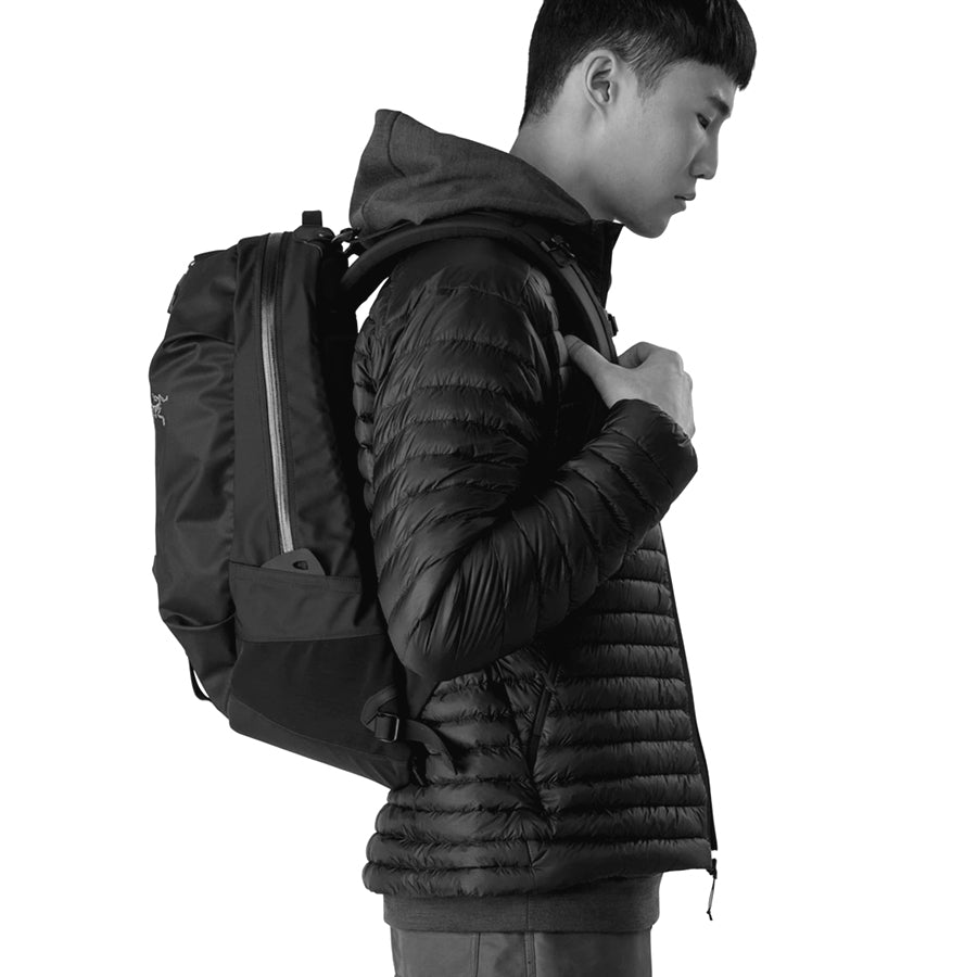 Arro 22 Backpack - Carbon Copy