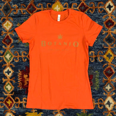 Women's camel logo on coral tee