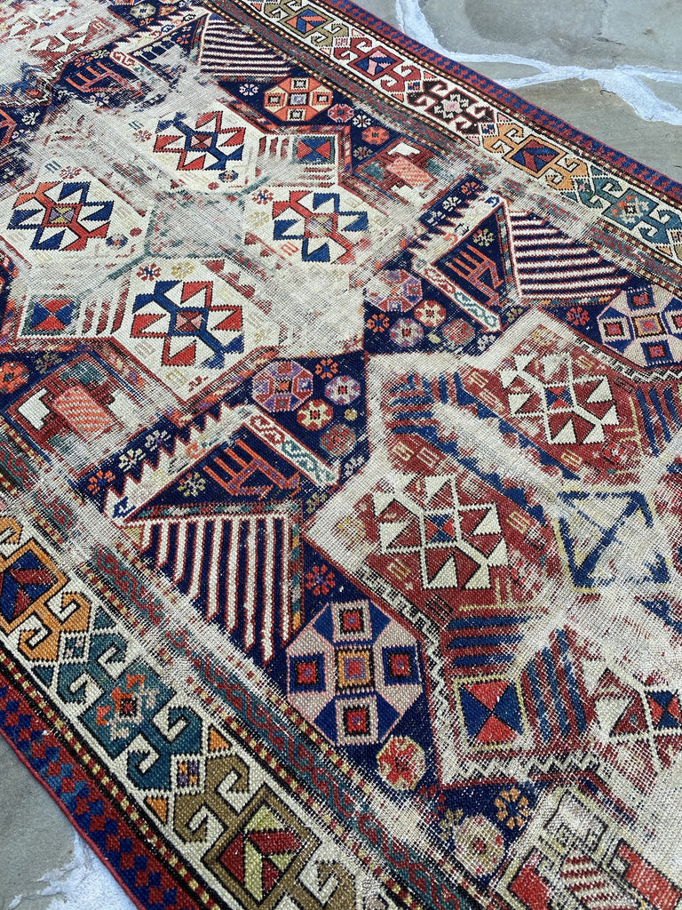 Rug with sheep in the motif