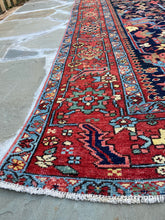 Load image into Gallery viewer, beautiful vintage Persian Heriz Serapi rug