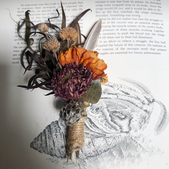 Dried flower bouquet with curiosities