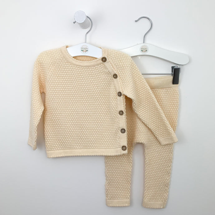 Our knitted loungewear set is so comfortable for boys and girls. Colour is cream so a great unisex set. 18-24 months and 2-3 years. Shop knitted styles for babies and toddlers a Bel Bambini baby boutique.