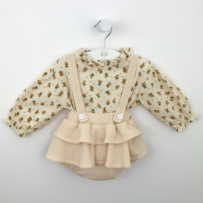 Our dreamy bloomer set for girls is perfect for baby girls and toddlers. Co mplete with a floral shirt that buttons down the centre back and a dungaree style bloomers with detachable straps. The shirt feautes the prettiest floral print. A girls outfit for ages 0-24 months.