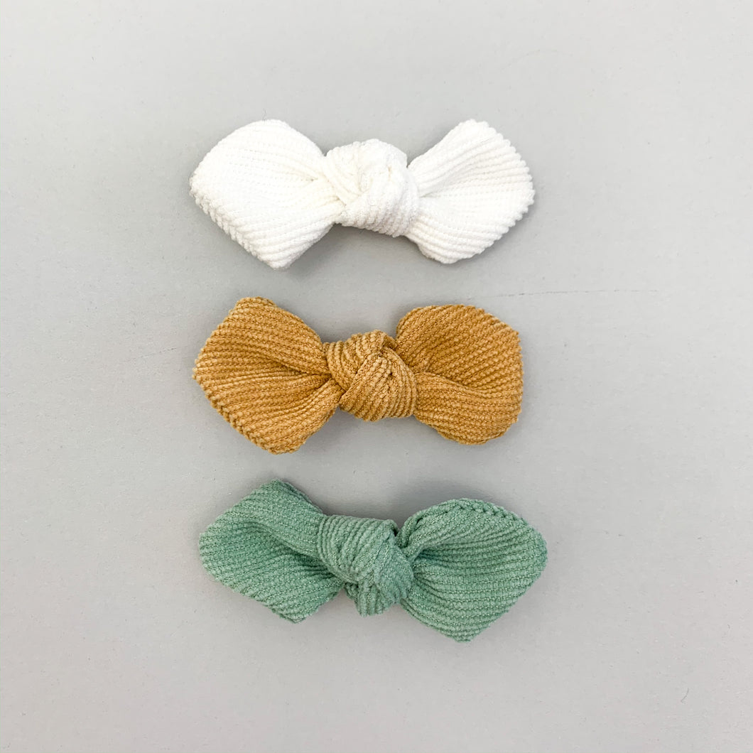 Toddler hair accessories, baby hair clips. Three bow clips for baby and toddlers hair in  beautiful shades. Spring summer hair clips for little girls.