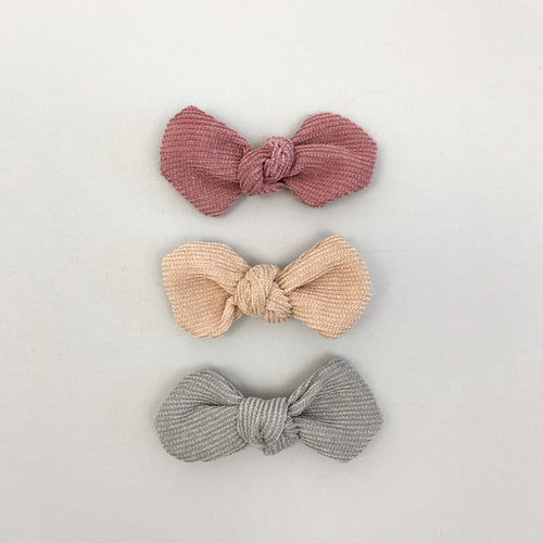 Hair clips for toddlers, babys and little girls. Pack f 32 hair accessories for toddler girls. Hair clips for spring summer in Dusky Rose, Latte and Grey.