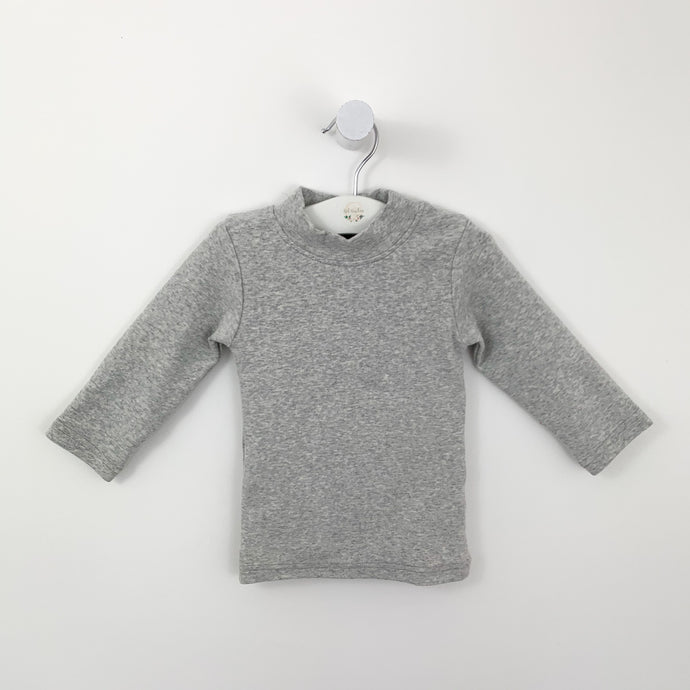 Baby boys longline sweater available in 0-24 months. Supersoft long sleeve sweater for babies and toddlers. Stylish little sweater perfect for everyday. Boys sweater in grey marl.
