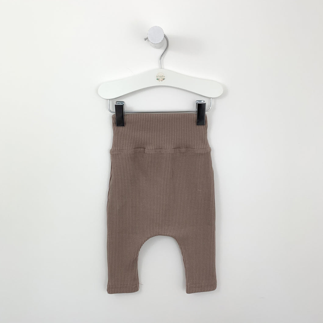 The comfiest rib leggings for baby boys with a double waistband. Made from a supersoft stretchy fabric for extra comfort and everyday wear. 0-24 months.