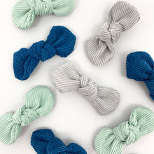 Load image into Gallery viewer, Bel Bambini baby boutique offers a range of baby and toddler clothing and accessories. Our trio of hair clips are gorgeous for little girls. Available in a variety of colours.
