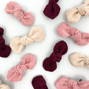 Hair clips for babygirls and toddler girls. Trio pack of beautiful bow clips for girls hair. View our baby and toddler clothing and accessories online at Bel Bambini baby boutique.