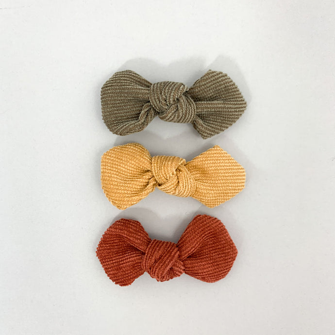 Hair bows and hair accessorries for little girls. Our collection of toddler and baby hair clips  is available to shop online, exclusive to Bel Bambini baby boutique.