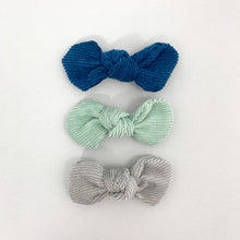 Load image into Gallery viewer, Baby girls hair clips in a pack of three. Variety of colours available. Toddler hair clips. Exclusive to Bel Bambini baby boutique.