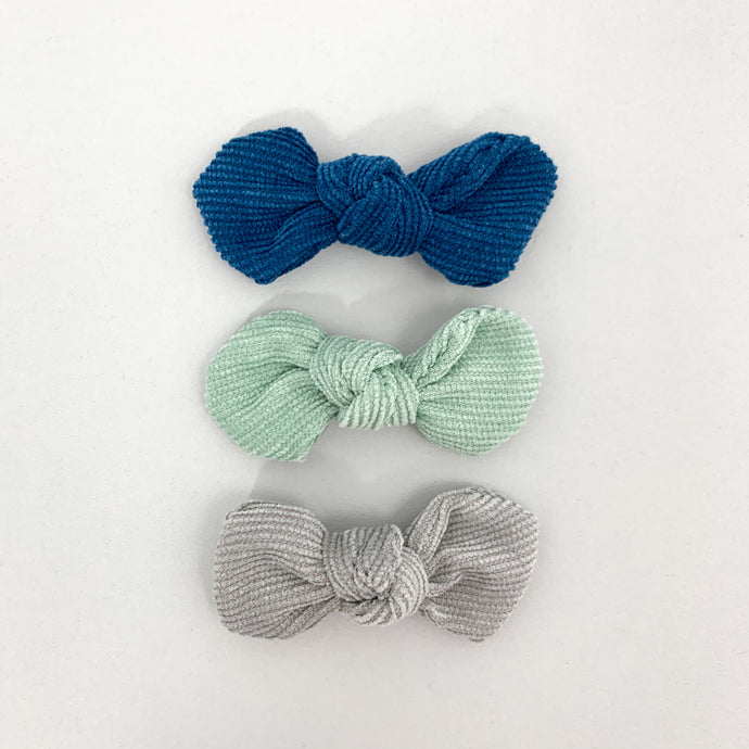Baby girls hair clips in a pack of three. Variety of colours available. Toddler hair clips. Exclusive to Bel Bambini baby boutique.
