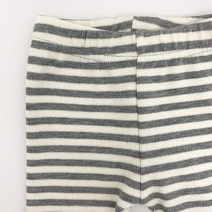 Elasticated waistband makes our grey striped leggings for boys a super comfy fit. Leggings for boys 0-2 years.