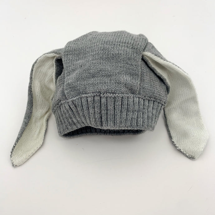 Boys knitted bunny hat in grey, suitable for 3-24 months. Soft and comfortable baby boys winter hat.