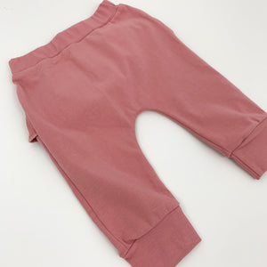Loungewear set for girls in deep pink. Complete with sweater and bottoms. Comfortable and easy to wear.