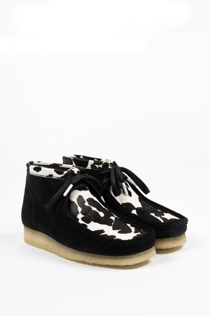 CLARKS WALLABEE BOOT BLACK COW PRINT