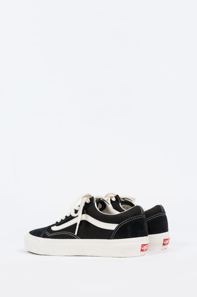 VANS VAULT OG OLD SKOOL BLACK MARSHMALLOW