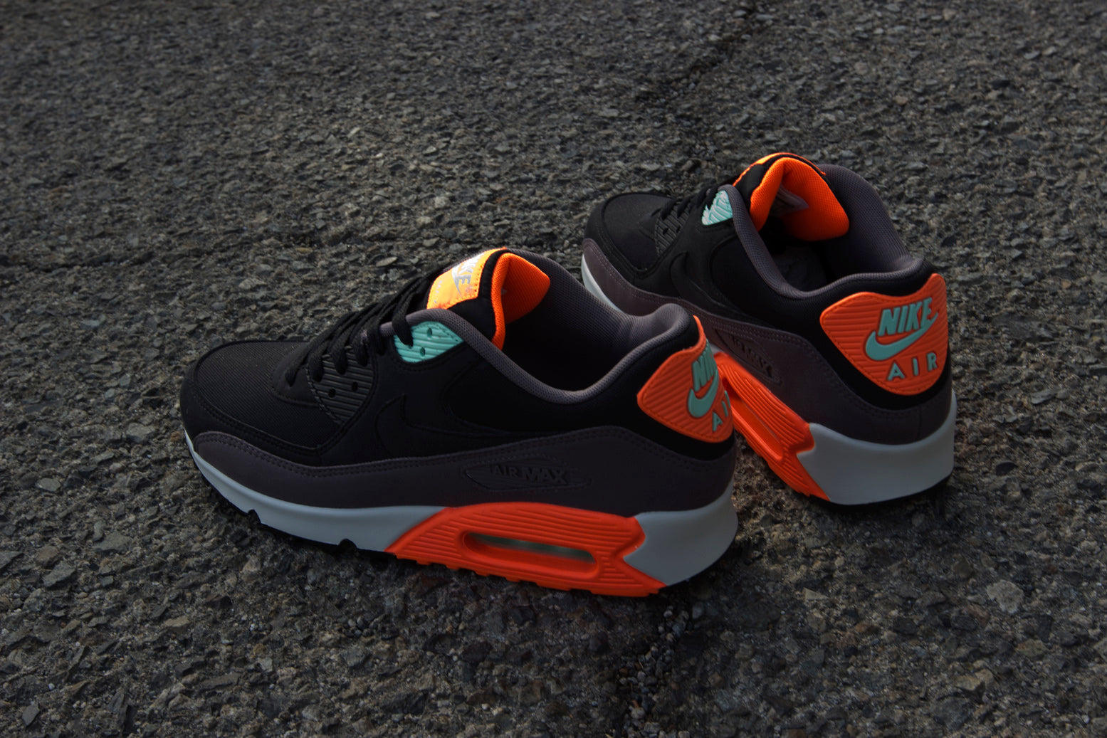 Nike Air Max 90 Essential Black Hyper Crimson
