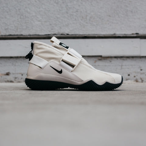NIKE KOMYUTER PRM LIGHT BONE BLACK COBBLESTONE