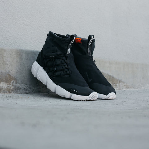 NIKE AIR FOOTSCAPE MID UTILITY DM BLACK SAFETY ORANGE