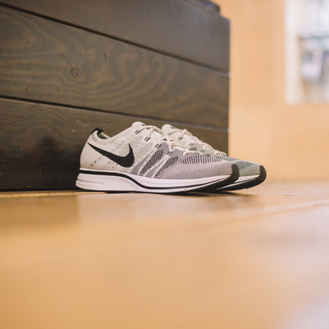 NIKE FLYKNIT TRAINER PALE GREY BLACK WHITE