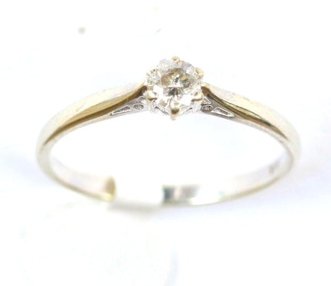 9ct white solitaire(approx 0.28points)