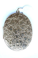 9ct large patterned oval