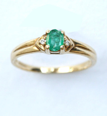 9ct emerald solitaire with diamond chips