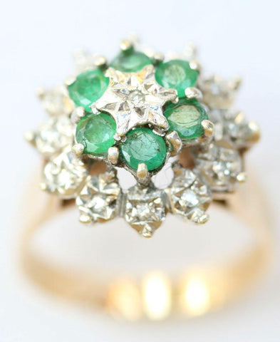9ct diamond chip & emerald cluster