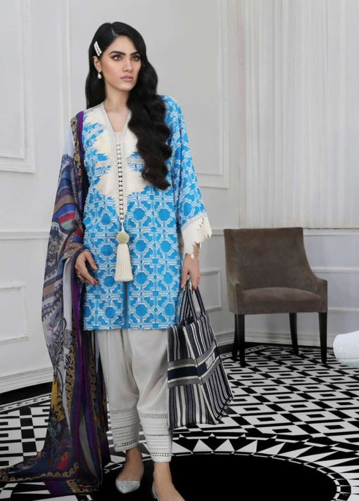 Wishcart-Pakistanisuits-Sana Safinaz Fall Embroidered Cambric 2019 08