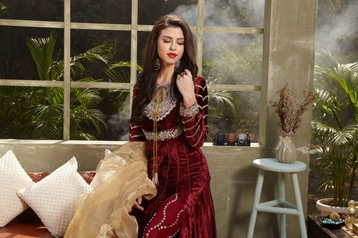 Zara Hayaat Winter Festive Velvet 2020 ROSE WOOD W7