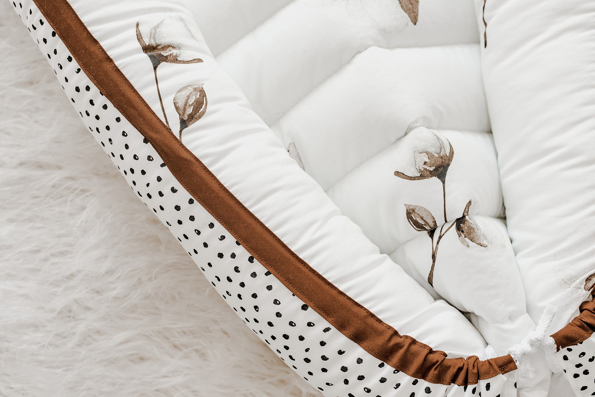 "Reversible Babynest ""COTTON FLOWERS MEETS CIRCLES"""