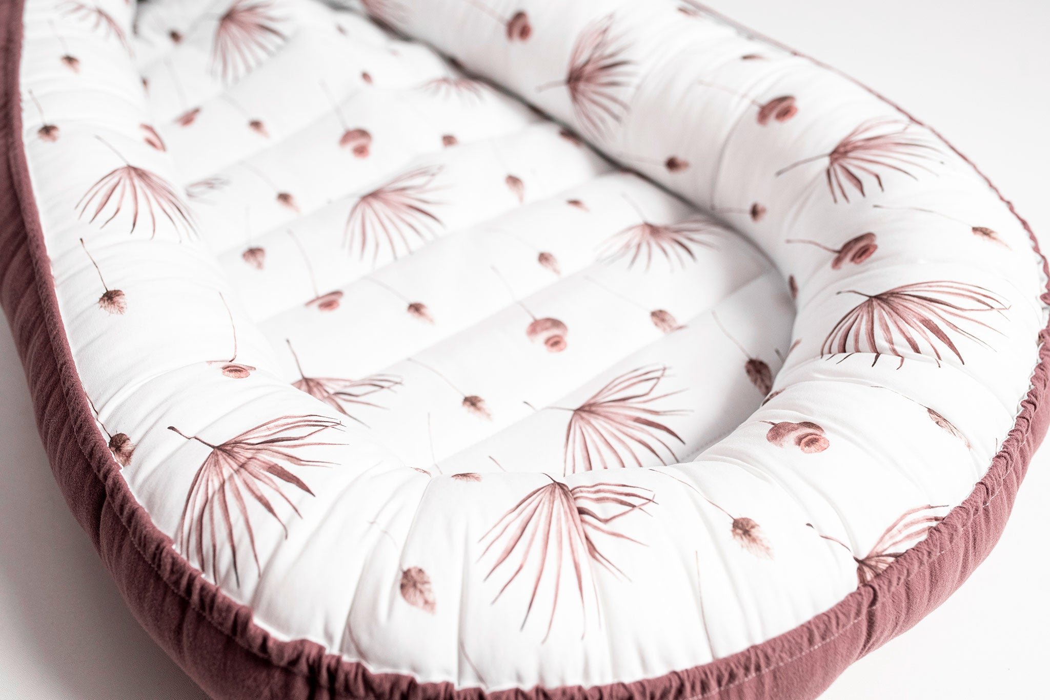"Reversible Babynest ""Mauve Palm Leaves"""