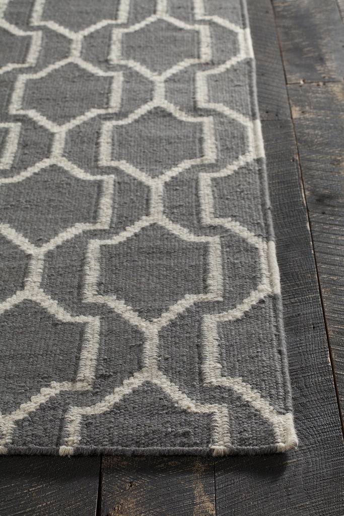 Dacio Collection Hand-Woven Area Rug in Grey & White