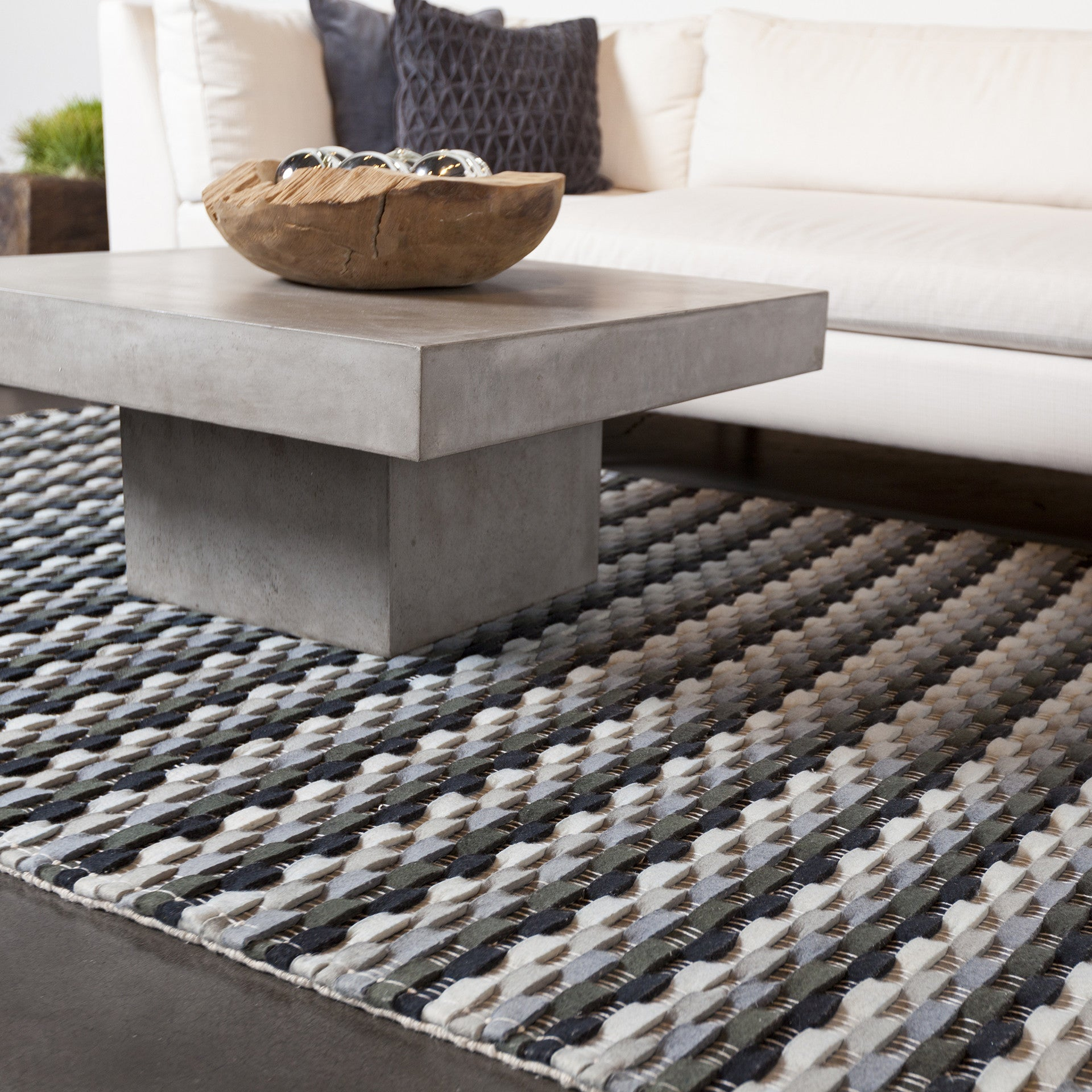 Dalamere Collection Hand Woven Area Rug In Charcoal Grey