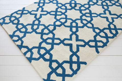 Davin Collection Hand-Tufted Area Rug in White & Blue