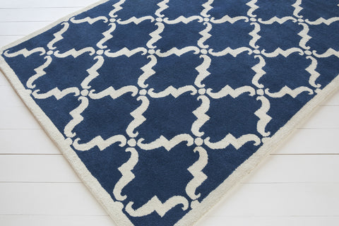 Davin Collection Hand-Tufted Area Rug in Navy & White