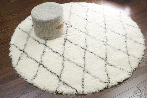 Hand Made Wool Rug in Ivory design by Nuloom